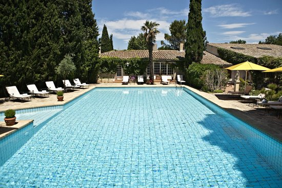Hostellerie les Frênes : la piscine