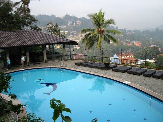 Hotel Thilanka: бассейн