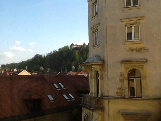 City Hotel Ljubljana: Partial view from room 307 on the hill and castle