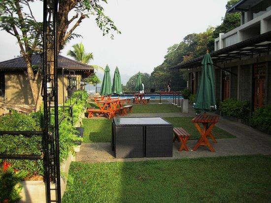 Hotel Thilanka: вид из ресторана