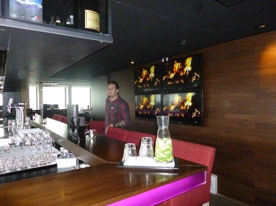 Ramada Apollo Amsterdam Centre : BAr 17th Floor