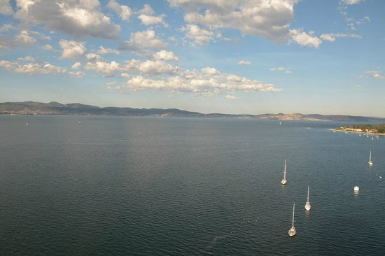Wrest Point: The view from our room down the Derwent River