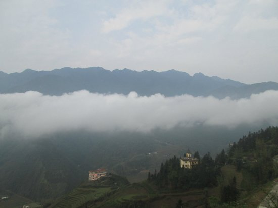 Sapa Eden Hotel : View from our room - Fansipan Range.