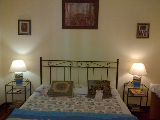 Skywalk Hostel: room1 double bed