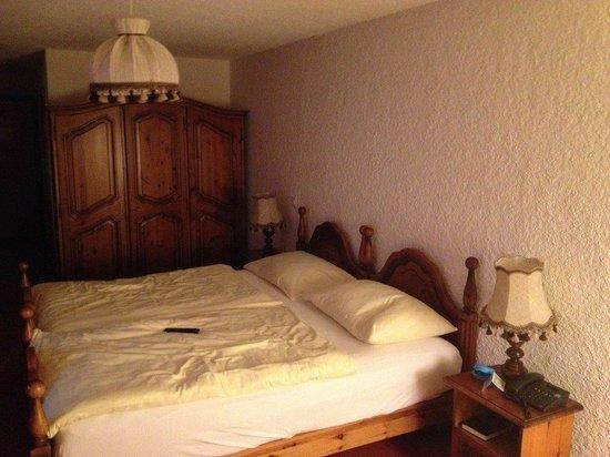 Hotel du Golf: L'armoire de nos grand-mère ;-)