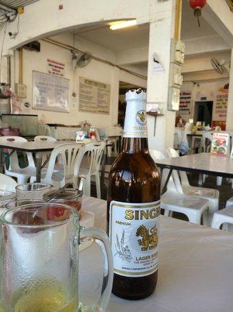 Patong Voyage Place: 隣のレストラン(窓やドアはありませんよ)