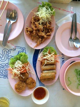 Patong Voyage Place: 隣のレストランでオーダー