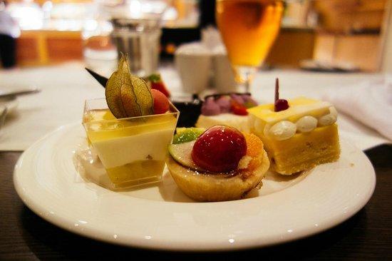 Radisson Blu Resort & Spa, Malta Golden Sands : Desserts @ Flavours
