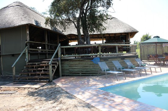Nehimba Lodge: Pool and part of dining area