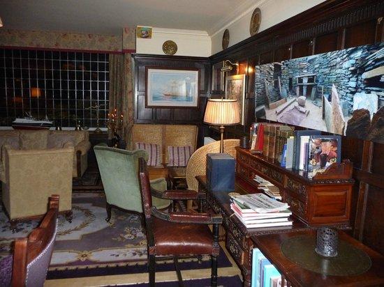 Lynnfield Hotel: lounge area