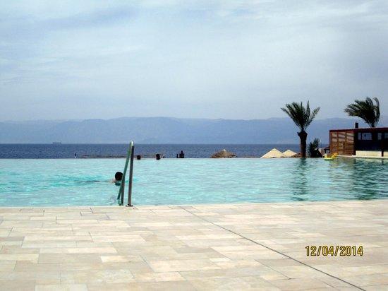 Tala Bay Resort: The Infinity Pool