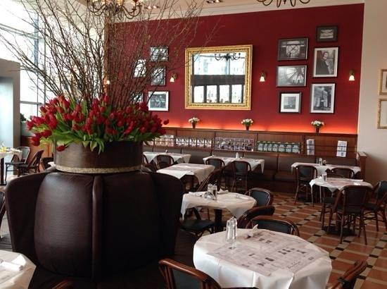 Madeleine Cafe & Boulangerie: Fresh Tulips