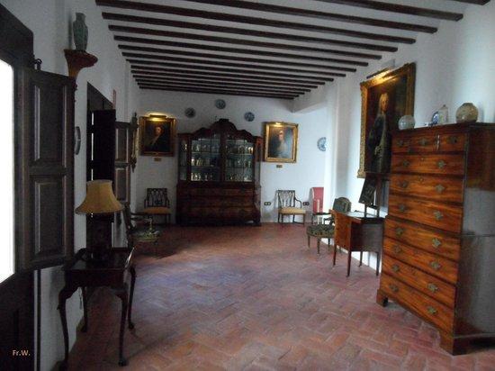 Musée du Verre et Cristal : Een van de authentiek ingerichte kamers .