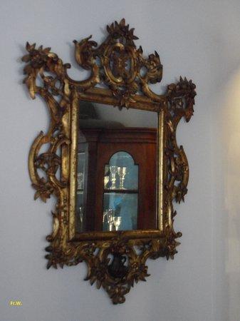 Musée du Verre et Cristal : Spiegel en spiegelbeeld .