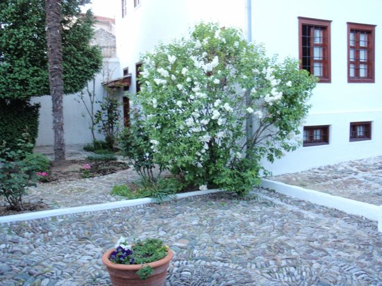 Bosnian National Monument Muslibegovic House Hotel: White acaccia in full blossom parfumed the garden
