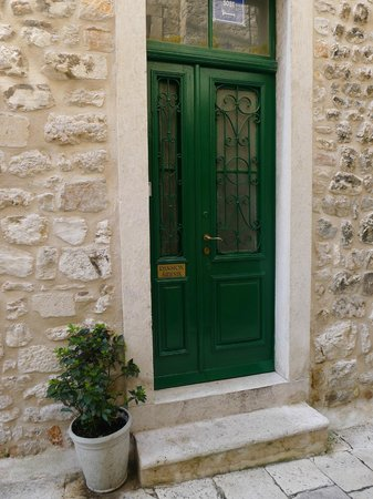 Pansion Sibenik - front door
