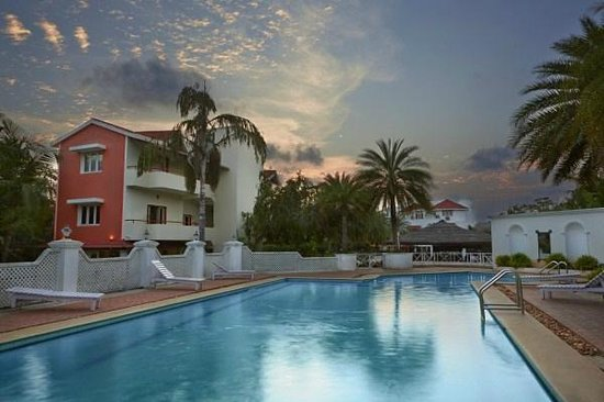 Swimming pool room view picture of mgm eastwoods - Resorts in ecr chennai with swimming pool ...