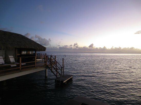 Royal Huahine : View from our bungalow - gorgeous