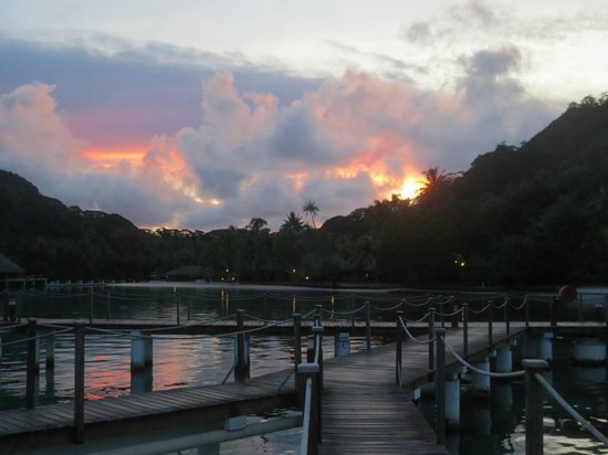 Royal Huahine : View from the back side of our room at sunrise