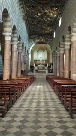 Cathedral of Volterra (Duomo): The cathedral inside
