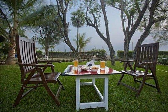 MGM Hi-Way Resort, Ranipet: Restobar at Garden