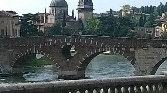 Cathédrale de Vérone (Duomo) : Il millenario Ponte di Pietra sull'Adige