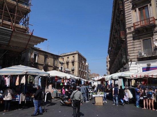 Fera 'o Luni - Mercato di piazza Carlo Alberto: Piazza Carlo Alberto market