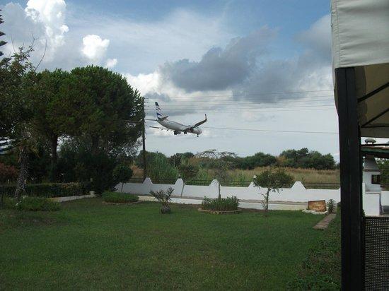 Hotel Macedonia: Plane!