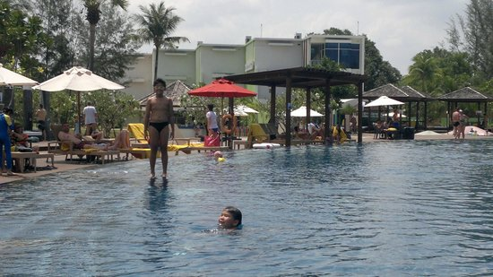 Grand West Sands Resort & Villas Phuket: Centara's infinity pool beside the beach