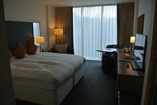 Hilton Dublin Kilmainham: Very nice spacious room, with great bed