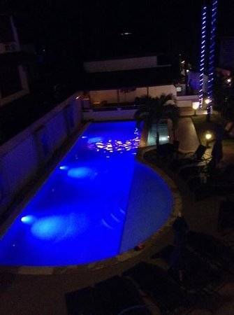 Out of the Blue Resort: pool @night