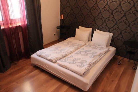 Apartamenty Nocny Krakow : Chambre pour 2/3 personnes