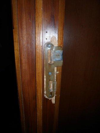 Hotel Albert II : Serrure cassée pas de possibilité de carte magnétique