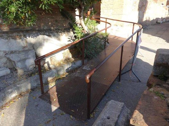 Ancient Theatre of Taormina : Ramp access