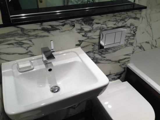 The Kensington Hotel: sink-toilet