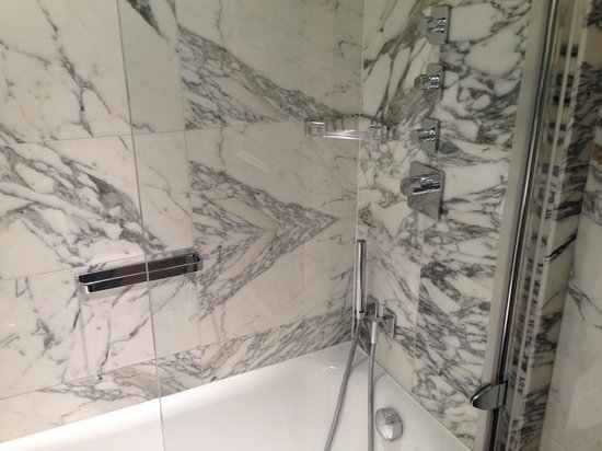 The Kensington: shower controls