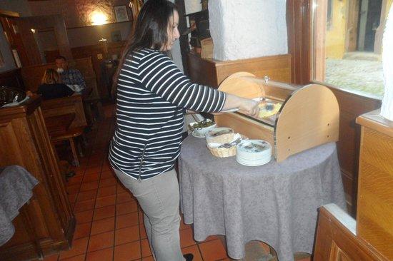 Hotel De La Couronne : petit déjeuné saucisson, jambon, fromage