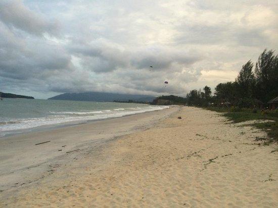 The Frangipani Langkawi Resort & Spa: 리조트앞 해변