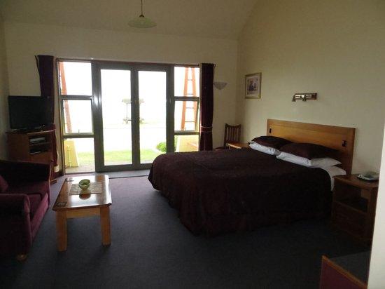 Anchor Inn Motel: The room