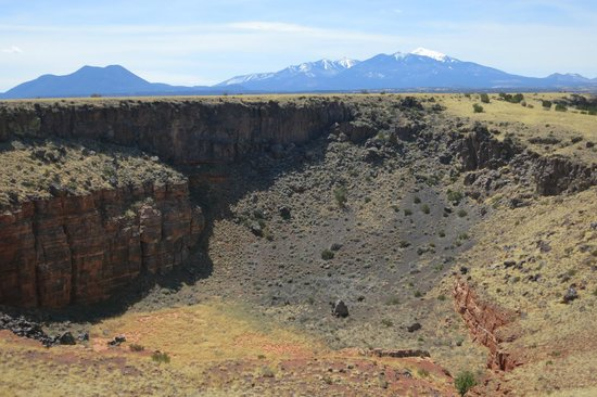 Wupatki National Monument: pit behind the Citadel