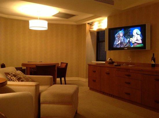 JW Marriott Essex House New York: living room