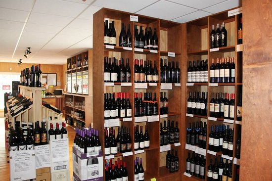Mountaintop Wine Shoppe: Over 300 wines available for bottle purchase!