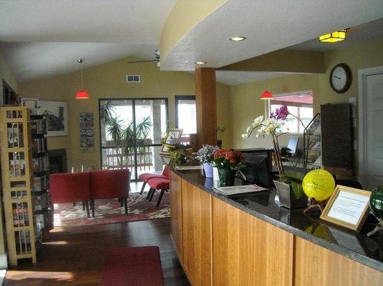 Nordic Oceanfront Inn : Lobby setting area
