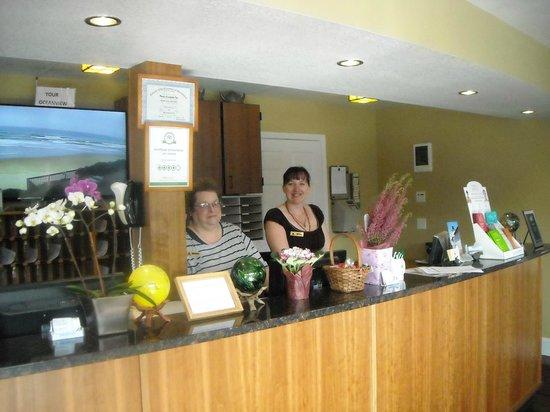 Nordic Oceanfront Inn: Front desk
