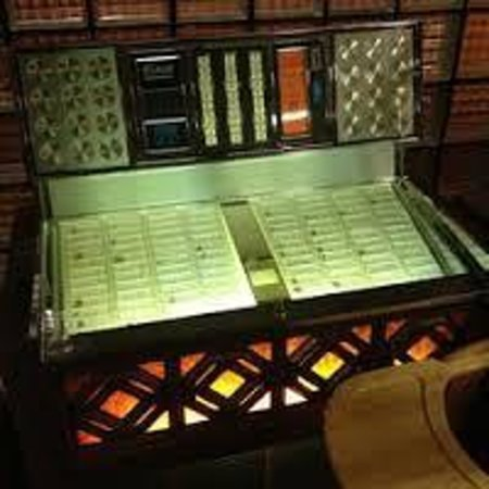 The Hearth: vintage jukebox