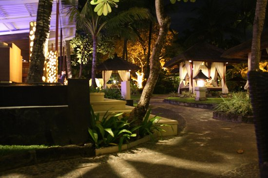 The Laguna, a Luxury Collection Resort & Spa: Beach gazebos
