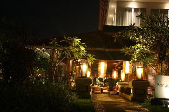 The Laguna, a Luxury Collection Resort & Spa: Banyubiru restaurant
