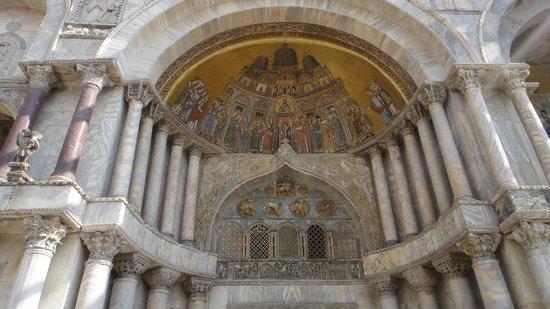 Basilique Saint-Marc : front