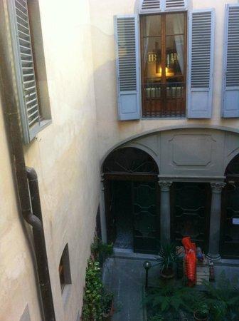Burchianti : вид во внутренний дворик