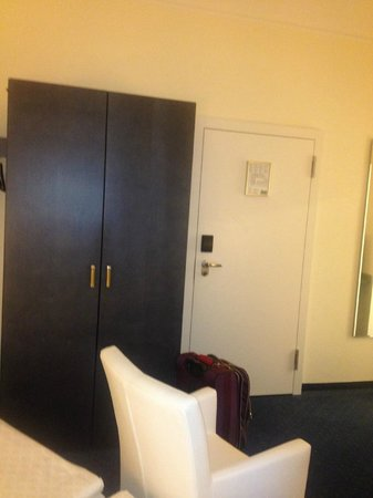 Grand Hotel Europe: Good space for clothes